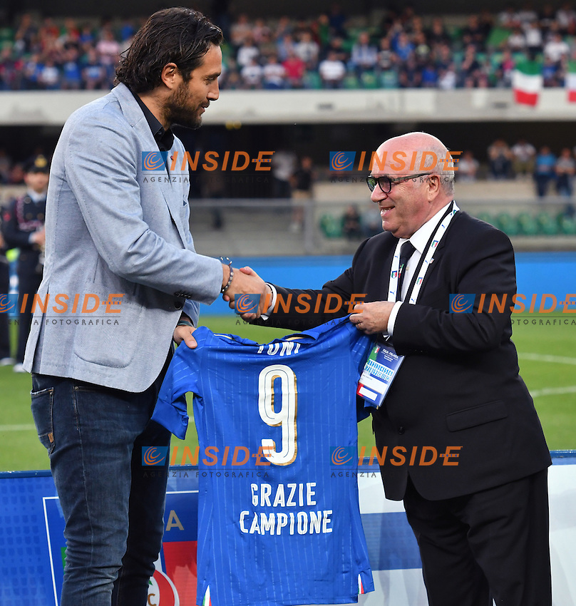 Carlo Tavecchio president of italian football federation (R) gives an award to Luca Toni <br /> Verona 06-06-2016 Stadio Bentegodi Football Friendly Match Italia - Finlandia / Italy - Finland . Foto Andrea Staccioli / Insidefoto