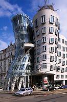 tanzendes Haus =Tancici-Dum von Frank O. Gehry und V. Milunic, Prag, Tschechien