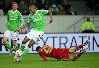 FUSSBALL   1. BUNDESLIGA   SAISON 2012/2013    22. SPIELTAG VfL Wolfsburg - FC Bayern Muenchen                       15.02.2013 Naldo (li, VfL Wolfsburg) gegen Thomas Mueller (re, FC Bayern Muenchen)