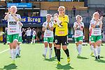 Stockholm 2015-07-11 Fotboll Damallsvenskan Hammarby IF DFF - Vittsj&ouml; GIK :  <br /> Hammarbys m&aring;lvakt Sofia Lundgren med lagkamrater tackar publiken efter matchen mellan Hammarby IF DFF och Vittsj&ouml; GIK <br /> (Foto: Kenta J&ouml;nsson) Nyckelord:  Fotboll Damallsvenskan Dam Damer Zinkensdamms IP Zinkensdamm Zinken Hammarby HIF Bajen Vittsj&ouml; GIK supporter fans publik supporters glad gl&auml;dje lycka leende ler le