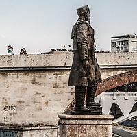 Piazza principale di Skopjie, grandiosi monumenti per incitare al nazionalismo Skopjie main square, monuments to increase nationalism