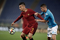 Calcio, Serie A: Roma, stadio Olimpico, 14 ottobre 2017.<br /> Roma's Lorenzo Pellegrini (l) in action with Napoli's Jorge Luiz Jorginho (r) during the Italian Serie A football match between Roma and Napoli at Rome's Olympic stadium, October14, 2017.<br /> UPDATE IMAGES PRESS/Isabella Bonotto