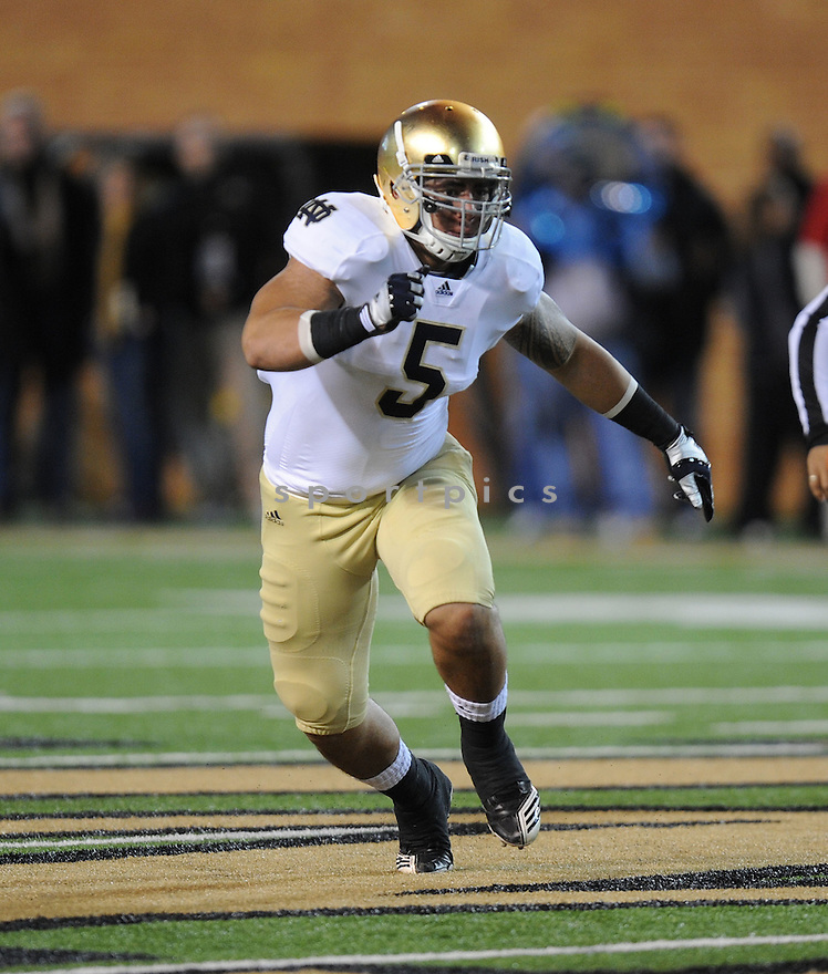 MANTI TE'O, of Notre Dame, in action during Notre Dame's game against Wake Forest on November 5, 2011 at BB&T Field in Winston-Salem, NC. Notre Dame beat Wake Forest 24-17.