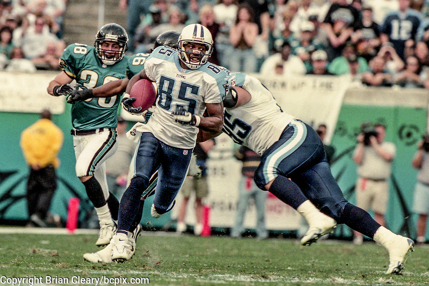 Wide Receiver Derrick Mason runs with the ball during the NFL AFC Championship game, which the Tennessee Titans won over the Jacksonville Jaguars 33-14 on January 23, 2000 in Jacksonville, FL.  (Photo by Brian Cleary/bcpix.com)