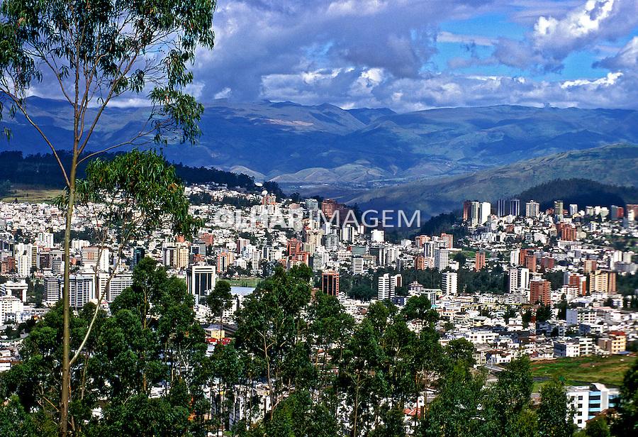 Vista da cidade de Quito. Equador. 1997. Foto de Juca Martins.