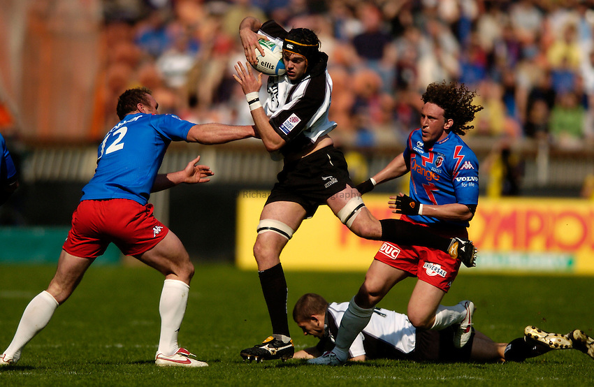Photo: Richard Lane.Stade Francais v Newcastle Falcons. Heineken Cup Quarter Final. 02/04/2005. .Geoff Parling breaks through the Stade tackles.