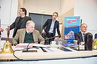"""Sitzung der Bundestagsfraktion der rechtsnationalistischen Partei """"Alternative fuer Deutschland"""" (AfD).<br /> Im Bild vlnr.: Stephan Brandner, Vorsitzender des Rechtsausschusses des Bundestages; die Fraktionsvorsitzenden Alexander Gauland und Alice Weidel sowie <br /> der stellv. Fraktionsvorsitzende Roland Hartwig.<br /> Brandner wurde als Abgeordneter im Thueringer Landtag nach mehreren verbalen Angriffen auf Abgeordnete der Gruenen und der CDU (u. a. """"Kinderschaender"""" und """"Koksnasen"""") von einer Landtagssitzung ausgeschlossen. Bundesjustizminister Heiko Maas nannte er ein """"Ergebnis politischer Inzucht"""".<br /> 20.2.2018, Berlin<br /> Copyright: Christian-Ditsch.de<br /> [Inhaltsveraendernde Manipulation des Fotos nur nach ausdruecklicher Genehmigung des Fotografen. Vereinbarungen ueber Abtretung von Persoenlichkeitsrechten/Model Release der abgebildeten Person/Personen liegen nicht vor. NO MODEL RELEASE! Nur fuer Redaktionelle Zwecke. Don't publish without copyright Christian-Ditsch.de, Veroeffentlichung nur mit Fotografennennung, sowie gegen Honorar, MwSt. und Beleg. Konto: I N G - D i B a, IBAN DE58500105175400192269, BIC INGDDEFFXXX, Kontakt: post@christian-ditsch.de<br /> Bei der Bearbeitung der Dateiinformationen darf die Urheberkennzeichnung in den EXIF- und  IPTC-Daten nicht entfernt werden, diese sind in digitalen Medien nach §95c UrhG rechtlich geschuetzt. Der Urhebervermerk wird gemaess §13 UrhG verlangt.]"""