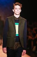 SÃO PAULO,SP, 23.10.2015 - FASHION-WEEK - Modelo durante desfile da Colcci no último dia da São Paulo Fashion Week Inverno 2016,no Pavilhão da Bienal do Parque do Ibirapuera na região sul de São Paulo, nesta sexta-feira, 23. (Foto:Vanessa Carvalho/Brazil Photo Press)