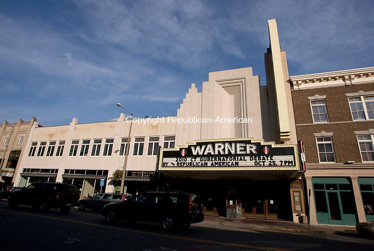 TORRINGTON, CT, 26 OCTOBER 2010-102610JS01-Warner Theater in Torrington for Calender,.(5107)<br />  Jim Shannon Republican-American