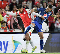 BOGOTA - COLOMBIA, 07-09-2019: Andres Perez del Santa Fe disputa el balón con Cristian Arango de Millonarios durante partido entre Independiente Santa Fe y Millonarios por la fecha 10 de la Liga Águila II 2019 jugado en el estadio Nemesio Camacho El Campín de la ciudad de Bogotá. / Andres Perez of Santa Fe vies for the ball with Cristian Arango of Millonarios during match between Independiente Santa Fe and Millonarios for the date 10 as part of the Aguila League II 2019 played at Nemesio Camacho El Campín stadium in Bogota city. Photo: VizzorImage / Gabriel Aponte / Staff