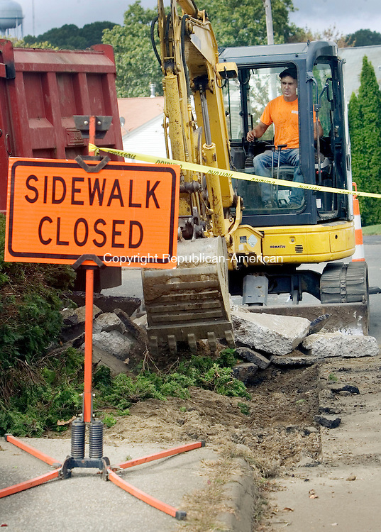 WATERBURY CT. 29 September 2015-092915SV05-Bill Olmstead removes the old sidewalk during a reconstruction of the sidewalks on Lincroft Drive in Waterbury Tuesday. The work is part of a city-paving project. <br /> Steven Valenti Republican-American