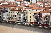 Europe/France/Aquitaine/64/Pyrénées-Atlantiques/Pays Basque/Saint-Jean-de-Luz: La plage et la baie vue depuis la terasse de l'Hôtel Agur Deneri à Ciboure