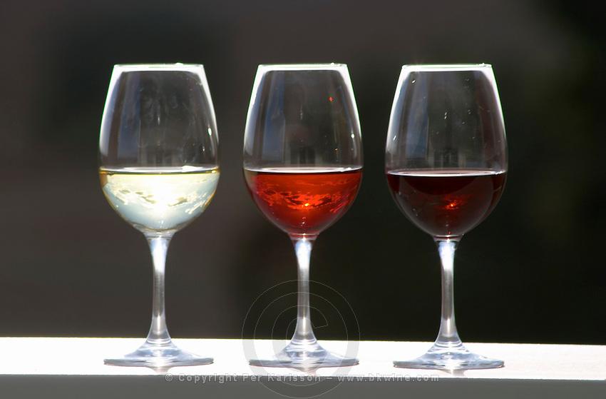 glasses with white rose and red wine herdade da mingorra alentejo portugal