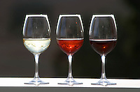 glasses with white rose and red wine herdade da mingorra alentejo portugal