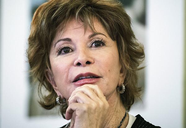 Isabel Allende celebra sus 75 años con un nuevo libro y un nuevo amor