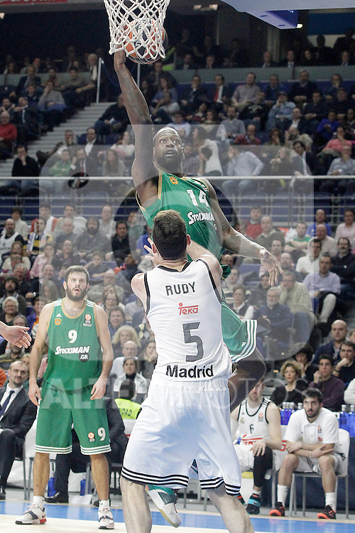 Real Madrid's Rudy Fernandez (d) and Panathinaikos Athens' James Gist during Euroleague match.January 22,2015. (ALTERPHOTOS/Acero)