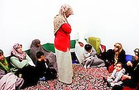 """""""La stanza delle donne"""" nella moschea di via Padova. Preghiera del venerdÏ.<br /> Milano, Novembre 2000"""