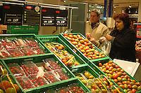 Roma, .Supermercato Coop Laurentino.pomodori.Rome.Supermarket Coop Laurentino.tomatoes