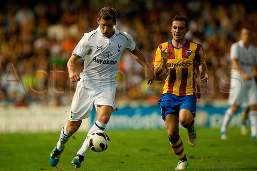 09.08.2012. Valencia Spain.  Alcacer (r) of Valencia CF fights for the ball with Vertonghen (l) of Tottenham Hotspur during the Estrella Damm Trophy against Valencia CF   at Estadio de Mestalla, in Valencia, Spain