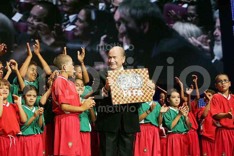 Fussball International 55. FIFA Kongress Fifa Praesident Joseph S. Blatter und marokkanischen Kids bei der Kongress- Eroeffnung