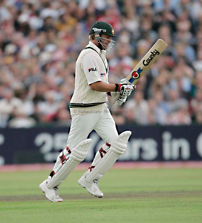 Photo: Peter Phillips..England v Australia. nPower Test Match Series, The Ashes 3rd Test. 13/08/2005..Shane Warne runs back to the middle after changing his bat for the second time during reaching his 50 not out before the rain came down again