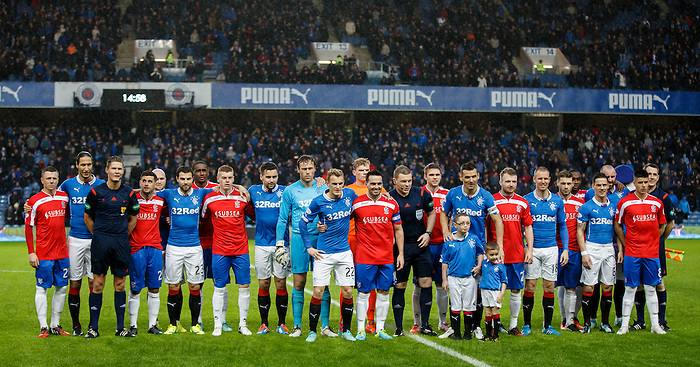 Rangers and Cowdenbeath line up at kick-off