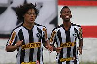RIO DE JANEIRO, RJ, 10 DE MARCO 2012 - CAMPEONATO CARIOCA - 3a RODADA - TACA RIO - BOTAFOGO X BANGU - Cidinho, jogador do Botafogo, comemora o seu gol, durante partida contra o Bangu, pela 3a rodada da Taca Rio, no estadio Proletario, Bangu, na cidade do Rio de Janeiro, neste sabado, 10. FOTO BRUNO TURANO  BRAZIL PHOTO PRESS