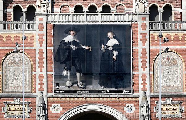 Nederland Amsterdam 2016. Rembrandts huwelijksportretten van Marten en Oopjen aan de gevel van het Rijksmuseum. Foto Berlinda van Dam / Hollandse Hoogte
