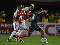 BOGOTA - COLOMBIA - 21 - 03 - 2018: Yeison Gordillo (Izq.) jugador de Independiente Santa Fe, disputa el balón con Dario Bottinelli (Der.) jugador de America de Cali, durante partido aplazado de la fecha 3 entre Independiente Santa Fe y America de Cali, por la Liga Aguila I 2018, en el estadio Nemesio Camacho El Campin de la ciudad de Bogota. / Yeison Gordillo (Izq.) player of Independiente Santa Fe struggles for the ball with Dario Bottinelli (R) player of America de Cali, during a posponed match of the 3rd date between Independiente Santa Fe and America de Cali, for the Liga Aguila I 2018 at the Nemesio Camacho El Campin Stadium in Bogota city, Photo: VizzorImage / Luis Ramirez / Staff.