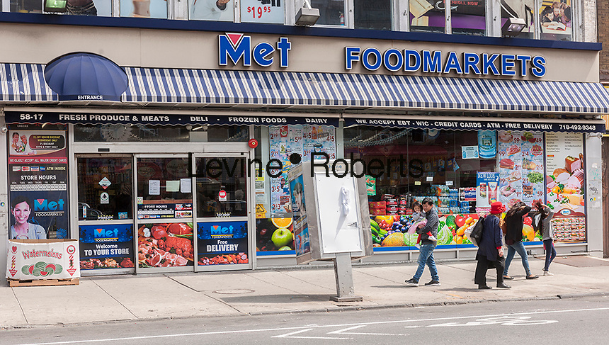 Met Foodmarkets supermarket in the neighborhood of Sunset Park in Brooklyn in New York, seen on Sunday, May 14, 2017. The area is home to a polyglot of immigrants including Mexican, Middle-Eastern and Asian. (© Richard B. Levine)