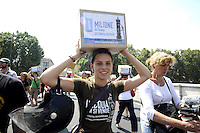 Roma,19 luglio 2010.Corte di Cassazione.I comitati per il referendum sull'acqua pibblica.consegnano 1 milione e 400 mila firme raccolte..Supreme Court.The committees for the referendum on water pibblica.deliver 1 million and 400 thousand signatures collected.