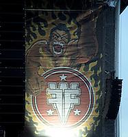 Das Festival With Full Force geht in die 18. Runde. 60 Bands aus der Hardcore-, Punk- und Metallszene haben sich auf dem haertesten Acker Deutschlands nahe Roitzschjora versammelt. Dazu gesellen sich nach Angaben der Veranstalter fast 30000 Besucher aus aller Welt. Drei Tage lassen die Bands ihre stromgestaehlten Gitarren gluehen und pusten per Mega-Boxenwand das Gras von der Landebahn des Sportflugplatzes. im Bild:  der Sumo / Sumoringer mit dem Logo des Festivals - Banner an der Hauptbühne.  Foto: aif / Alexander Bley