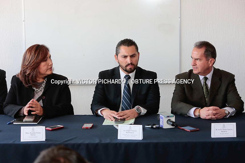 Quer&eacute;taro, Qro. 29 de febrero 2016.- Esta ma&ntilde;ana integrantes del SUPAUAQ rechazaron la propuesta ofrecida por la Universidad Aut&oacute;noma de Quer&eacute;taro presentada por Oscar Guerra en las instalaciones de la junta de Conciliaci&oacute;n y Arbitraje.<br /> <br /> Foto: Victor Pichardo / Obture Press Agency