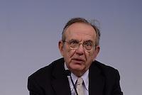 Roma, 7 Aprile 2015<br />  Pier Carlo Padoan.<br /> Palazzo Chigi.<br /> Conferenza stampa del Governo al termine del Consiglio dei Ministri sul Documento di Economia e Finanza