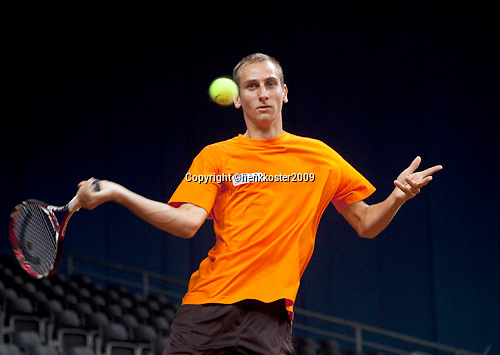16-9-09, Netherlands,  Maastricht, Tennis, Daviscup Netherlands-France, Training, Thiemo de Bakker