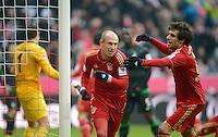 FUSSBALL   1. BUNDESLIGA  SAISON 2012/2013   21. Spieltag  FC Bayern Muenchen - SV Werder Bremen    23.02.2013 JUBEL FC Bayern Muenchen; Torschuetze zum 1-0 Arjen Robben (Mitte) jubelt mit Javi Martinez (re)