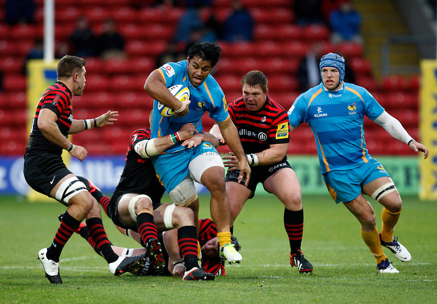 Photo: Richard Lane/Richard Lane Photography. Saracens v London Wasps. Aviva Premiership. 04/11/2012. Wasps' Billy Vunipola attacks.