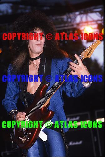 CINDERELLA, LIVE 1986, NEIL ZLOZOWER
