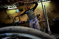 Bicycle repair shop (...)