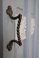 An original door handle dating from 1912 are still in use in the Casa Blaua