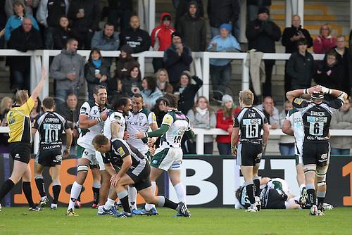 25.09.2010 London Irish celebrate a try in the Aviva Premiership Rugby Newcastle Falcons v London Irish.