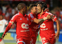 CALI -COLOMBIA-07-09-2015. Ernesto Farias (Der) América de Cali celebra un gol anotado a Barranquilla FC durante partido de vuelta de la fecha 9 del Torneo Águila 2015 jugado en el estadio Pascual Guerrero de Cali./ Ernesto Farias (R) player of America de Cali celebrates a goal scored to Barranquilla FC during the 9th second leg date match of the Aguila Tournament 2015 played at Pascual Guerrero stadium in Cali. Photo: VizzorImage/Juan C. Quintero/