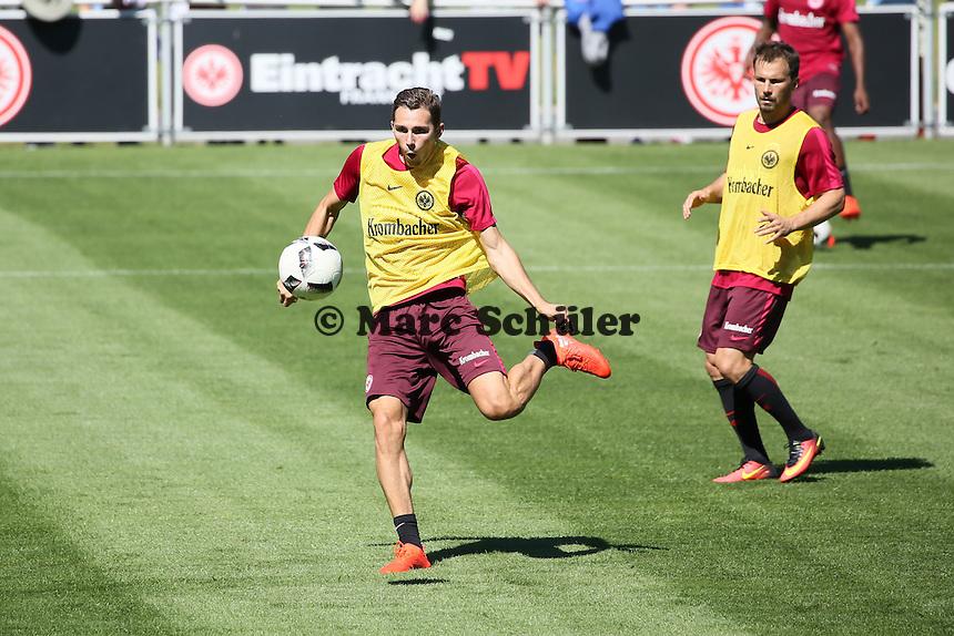 Branimir Hrgota (Eintracht Frankfurt) - Eintracht Frankfurt Training, Commerzbank Arena