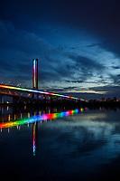 Le nouveau pont Champlain illumine au couleurs de  l arc en ciel, durant la crise du COVID 19, mai 2020<br /> <br /> PHOTO : DENIS GERMAIN -  AGENCE QUEBEC PRESSE