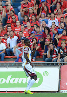 MEDELLÍN -COLOMBIA-31-05-2015. Marco Perez (Der) del Deportes Tolima celebra un gol anotado durante partido de  vuelta de semifinal  con Independiente Medellin por la Liga Águila I 2015 jugado en el estadio Atanasio Girardot de la ciudad de Medellín./ Brayan Angulo (R) player of Deportes Tolima celebrates a goal scored during the semifinal second leg match against Independiente Medellin for the Aguila League I 2015 played Atanasio Girardot stadium in Medellin city. Photo: VizzorImage/León Monsalve/STR