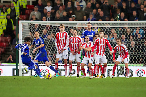 22.12.2014. Stoke, England. Barclays Premier League. Stoke City versus Chelsea. Chelsea midfielder Willian takes a free kick.