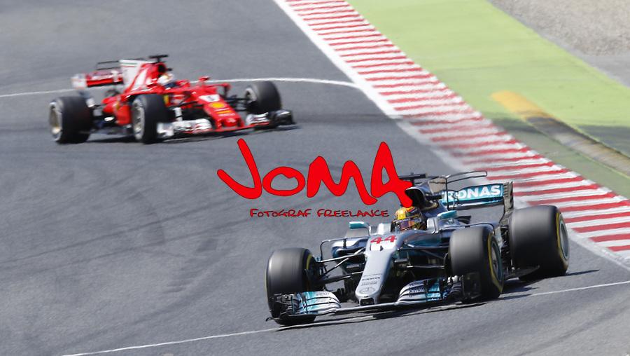 Lewis Hamilton (GBR) Mercedes-Benz ans Sebastian Vettel (GER) Ferrari  Formula 1, Spanish Grand Prix, Barcelona.