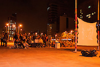 """SÃO PAULO-SP-12,09,2014- EXISTE ÁGUA EM SÃO PAULO? - O Projeto """"Existe água em SP?"""" busca levar pra rua a discussão sobre a crise da água na cidade de São Paulo.Iniciativa em apoio ao projeto de documentário Volume Vivo. Largo da Batata,região oeste da cidade de São Paulo,nessa Sexta-Feira,12(Foto:Kevin David/brazil Photo Press)"""