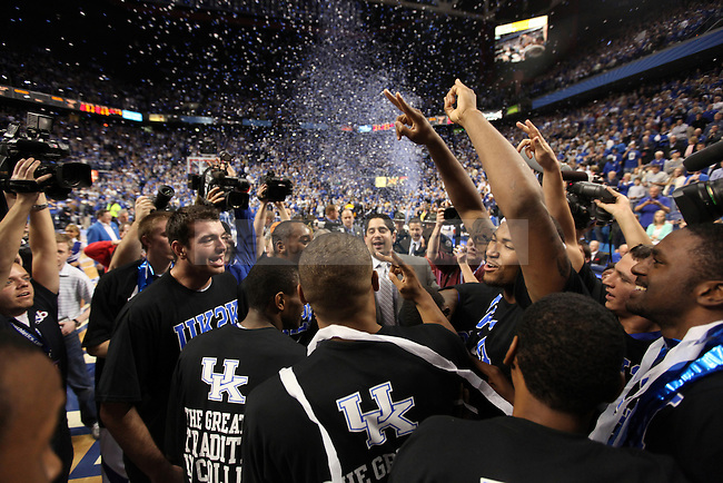 The UK men's basketball team celebrates UK being the first college basketball team in history to reach 2000 wins against Drexel at Rupp Arena on Monday, Dec 21, 2009. Photo by Britney McIntosh | Staff