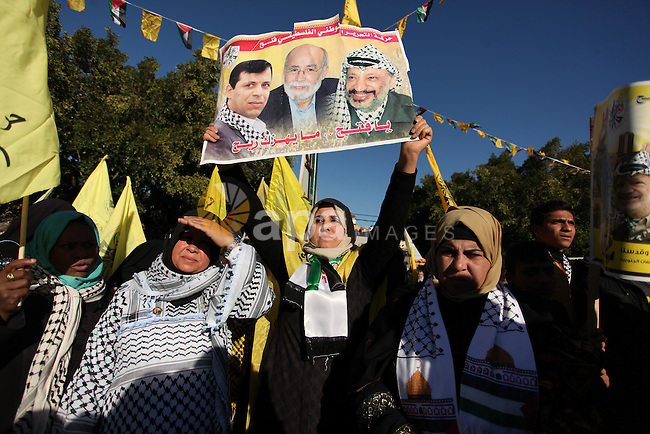 Supporters of Mohammed Dahlan, an exiled rival to the Palestinian president who was recently sentenced in absentia to three years in prison on corruption charges, clash with supporters of Mahmud Abbas during a rally in Gaza City on December 31, 2016, marking the 52nd anniversary of the creation of the Fatah movement. Photo by Ashraf Amra
